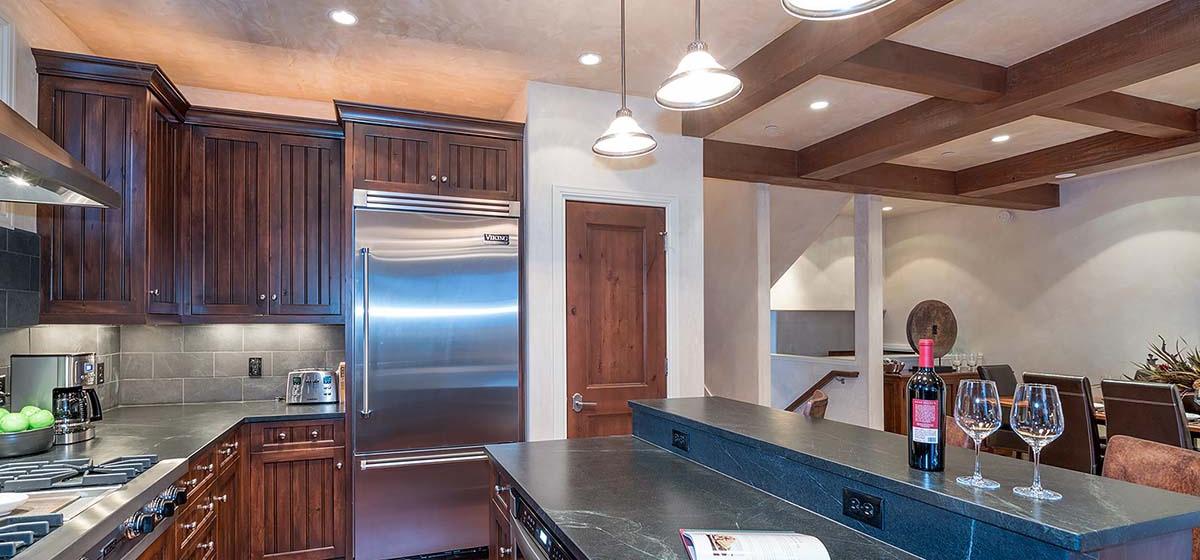 17-Telluride-HavenOnSouthOak-Kitchen-V12.jpg