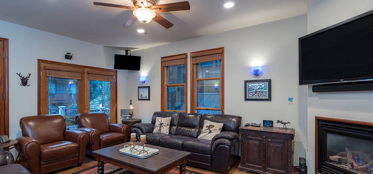 4-Telluride-Columbine-House-Living-Room-Reverse-v12.jpg