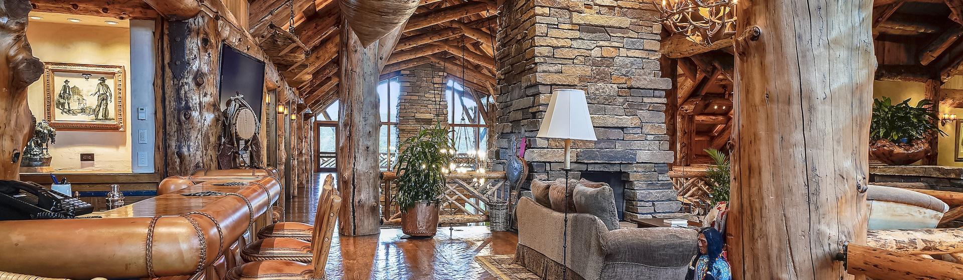 6.4-Telluride-Sleeping-Indian-Ranch-second-floor-landing-bar-web.JPG