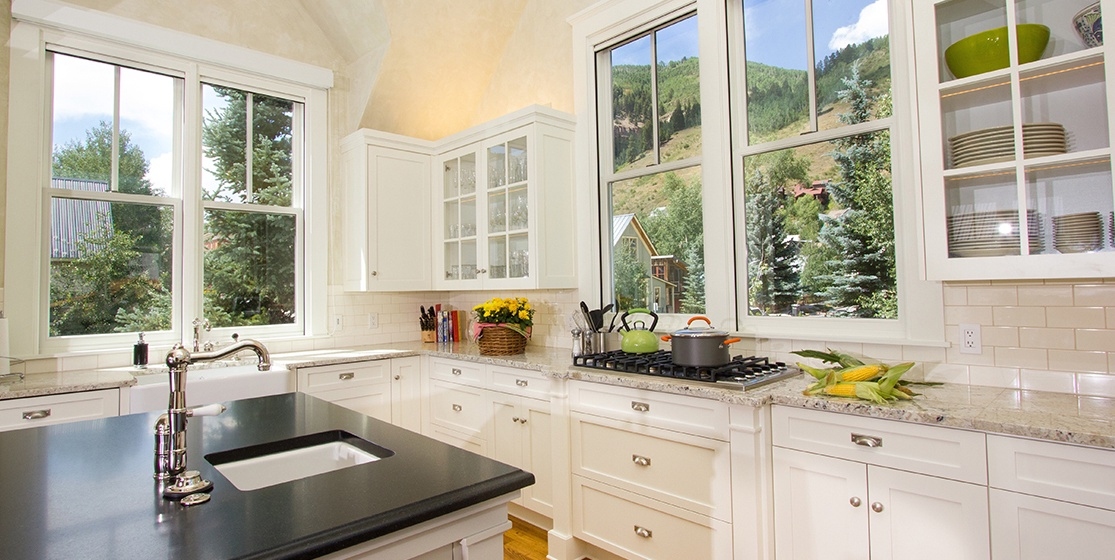 8-Telluride-SpruceHouse-Kitchen-V12.jpg