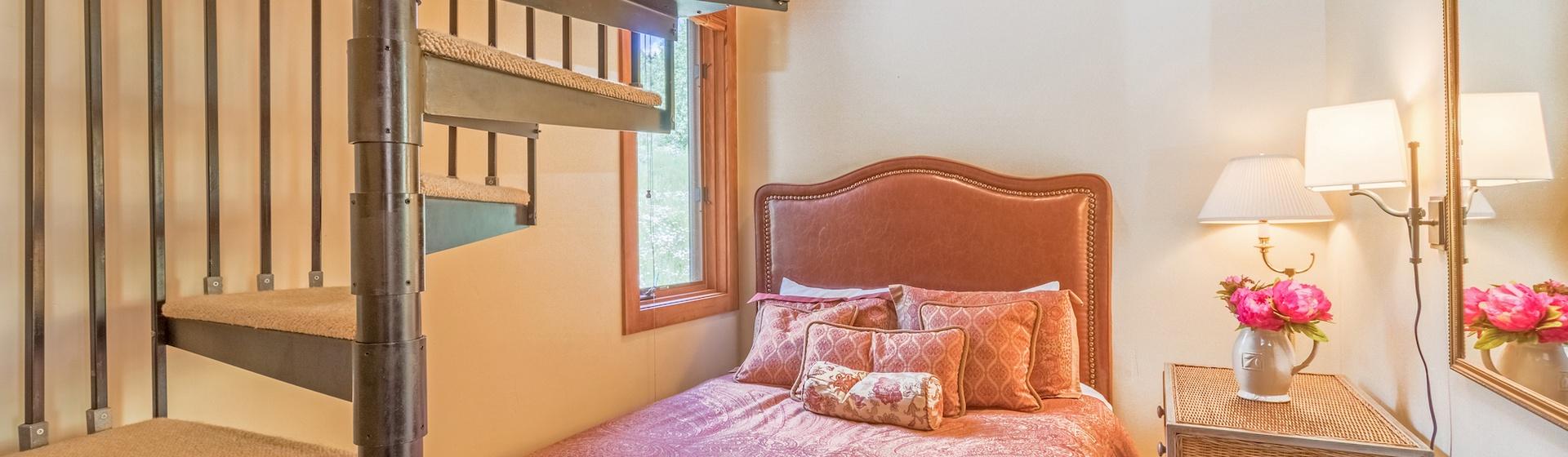 10-Telluride-Terraces402-Bedroom2.JPG