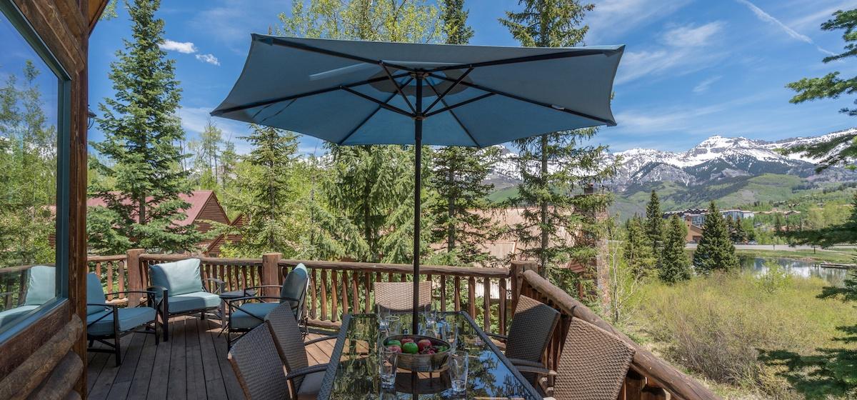 7.04-mountain-village-mountain-melody-deck-outdoor-dining-2-V12.jpg