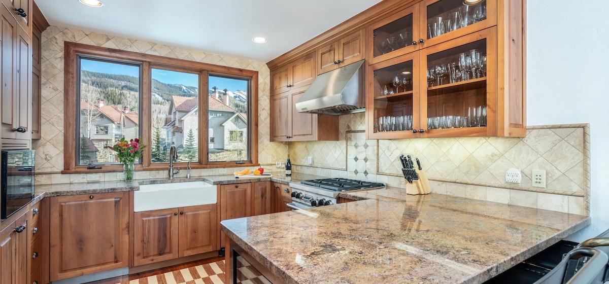 6-Telluride-Aspen-Overlook-Kitchen-v12.jpg