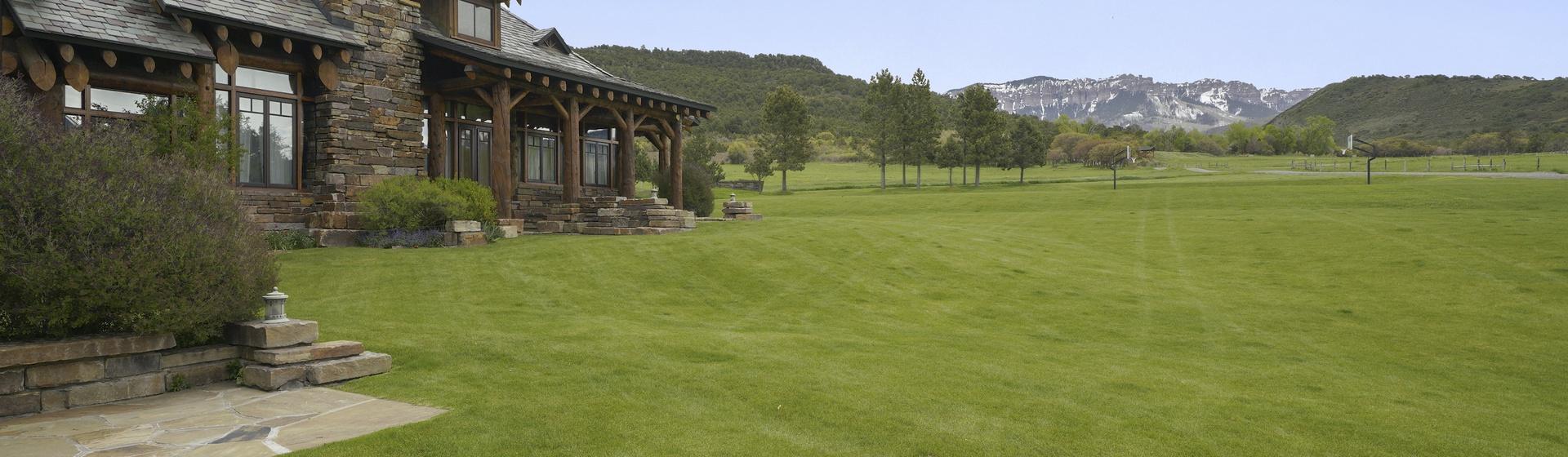 0.2-Telluride-Sleeping-Indian-Ranch-exterior-west-wing-web.JPG