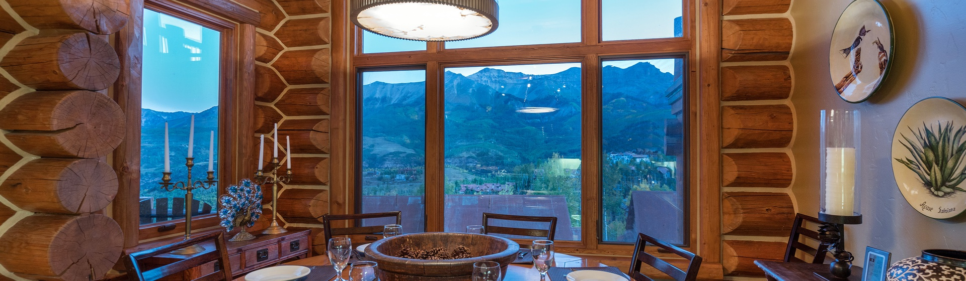 8-MountainVillage-Tristant115-dining-WEB.jpg