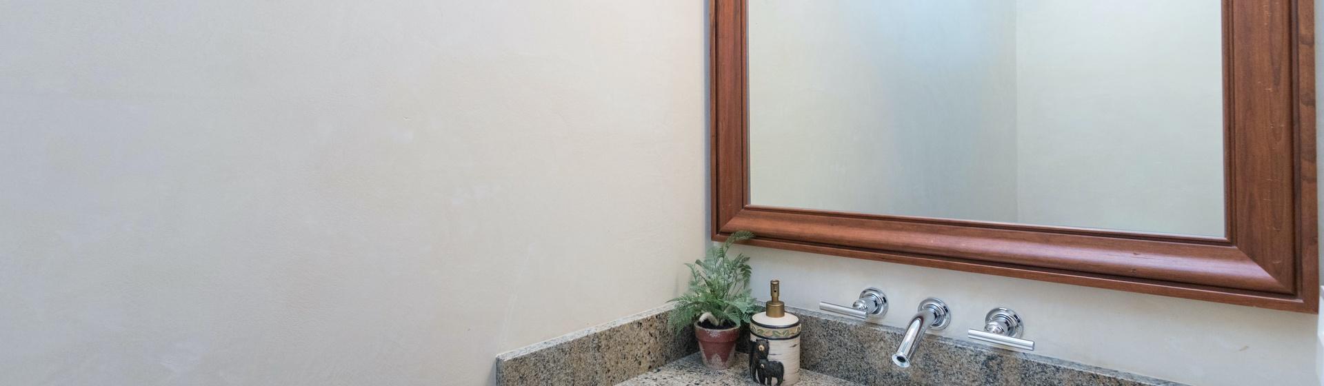 5.10-mountain-village-hood-park-manor-master-bedroom-b-bathroom-powder-room-track.JPG