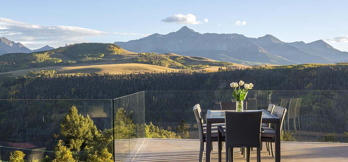 23-RemoteTelluride-SunsetRidge-OutdoorDining.jpg