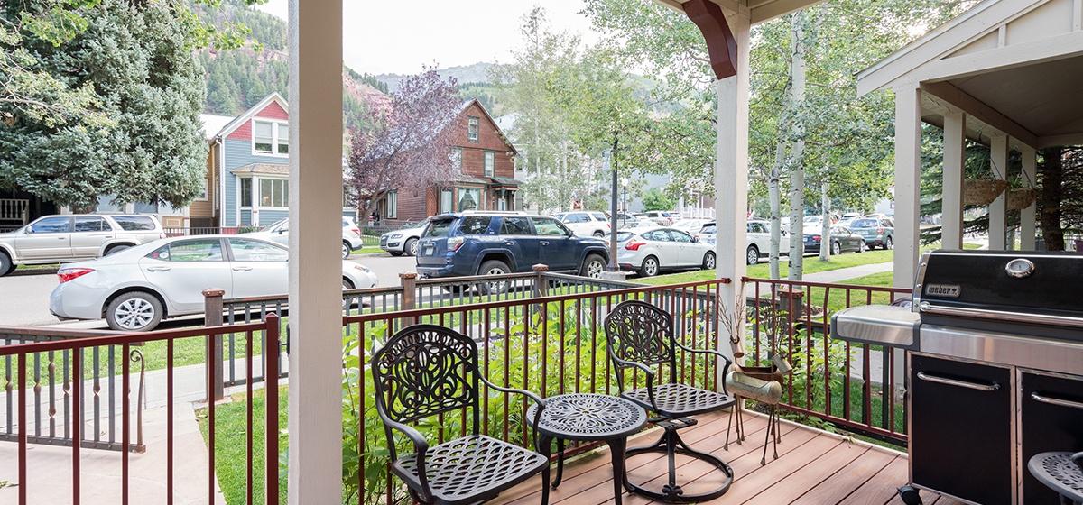 2-Telluride-Columbine-House-Front-Porch-v12.jpg