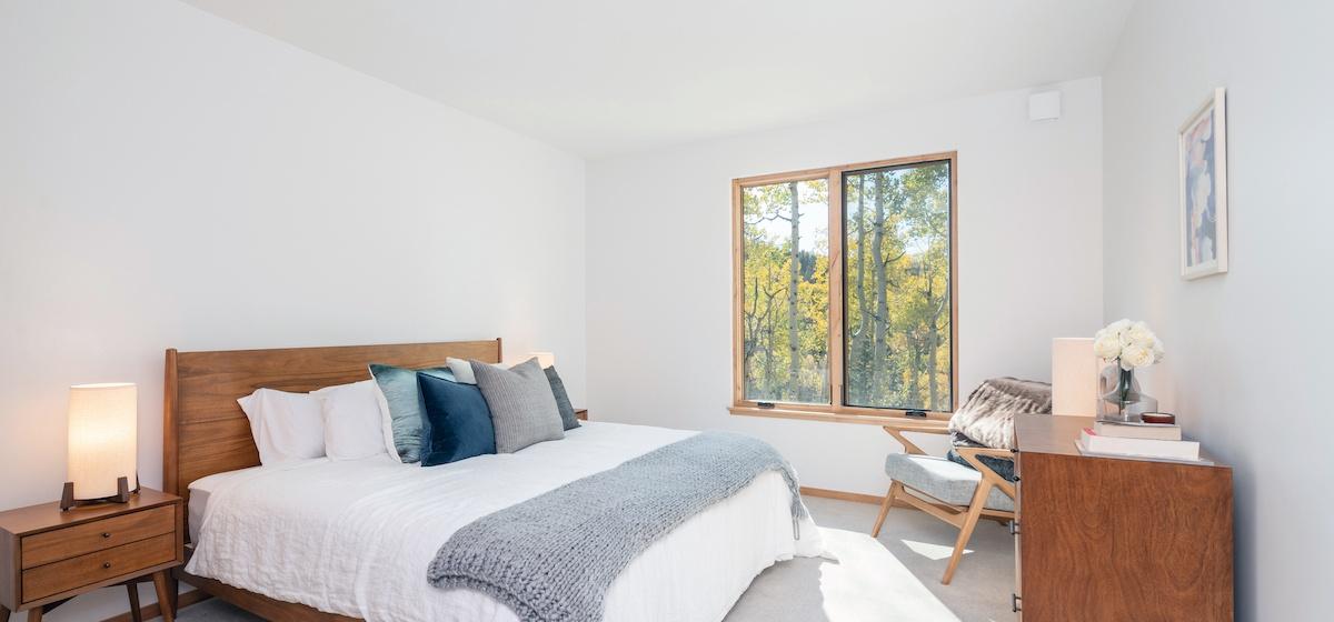 3.03-mountain-village-chalet-cortina-guest-bedroom-2-V12.jpg
