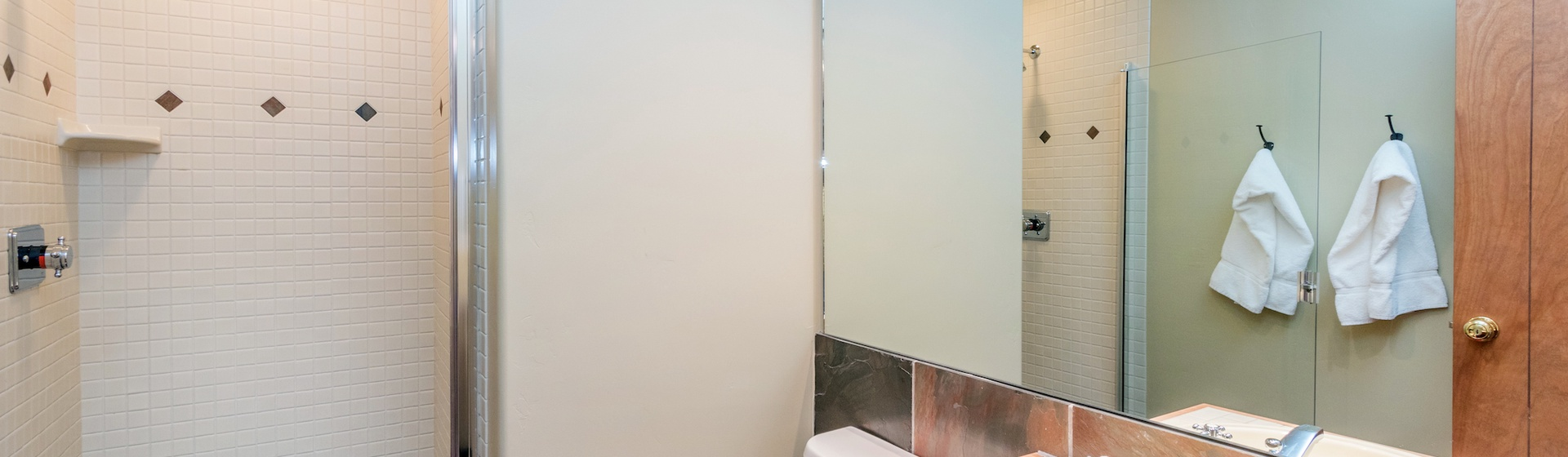 12-Telluride-Terraces402-Bathroom.JPG