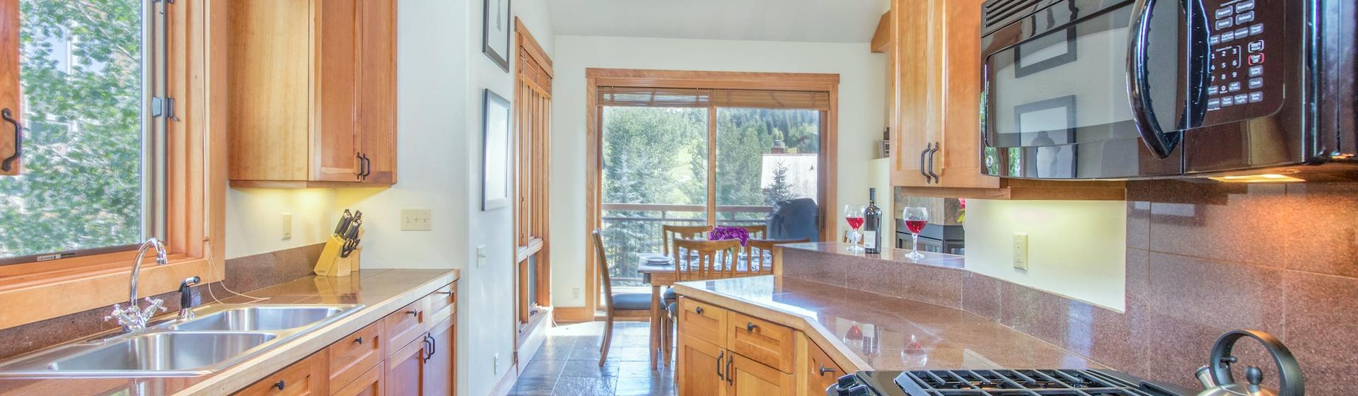 5-Telluride-Terraces402-Kitchen.JPG