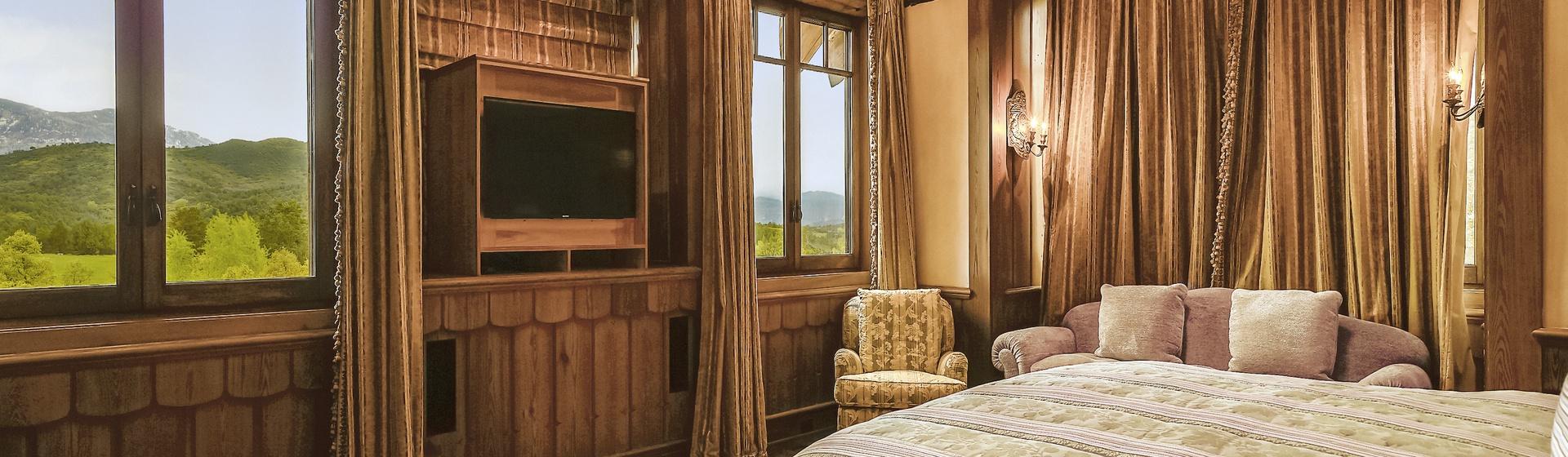 9.8-Telluride-Sleeping-Indian-Ranch-Swiss-Suite-Master-Bedroom-I-web.JPG