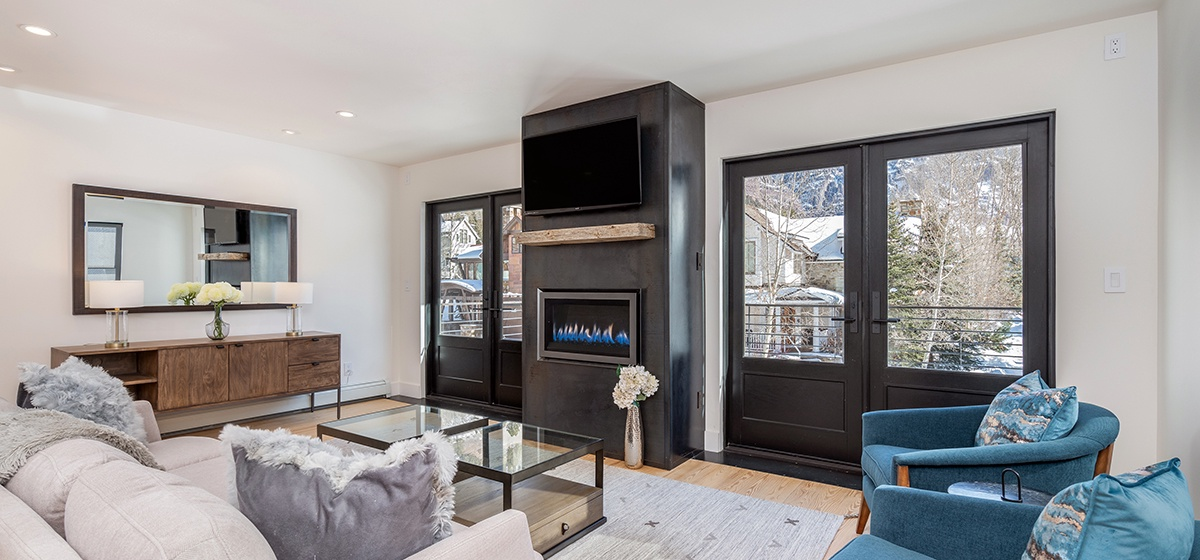 3-Telluride-Telluride_s-Peak-Living-Fireplace-LR.jpg