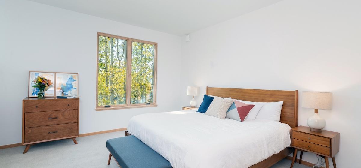 3.08-mountain-village-chalet-cortina-guest-bedroom-4-V12.jpg