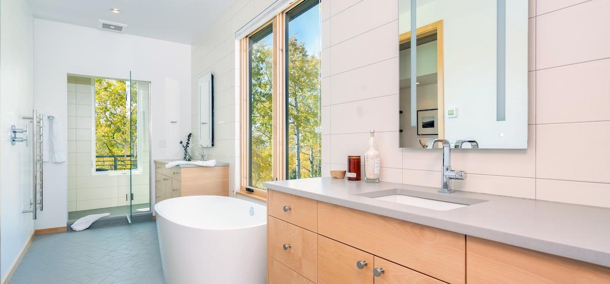 2.03-mountain-village-chalet-cortina-master-suite-bathroom-V12.jpg