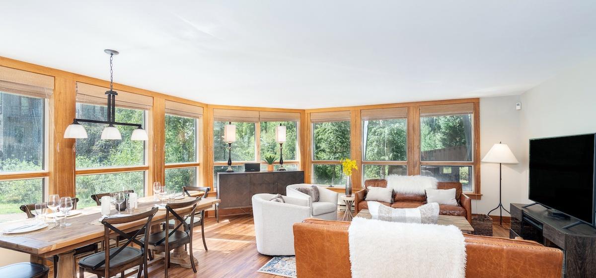 2.02-telluride-plunge-j-dining-living-room-v12.jpg