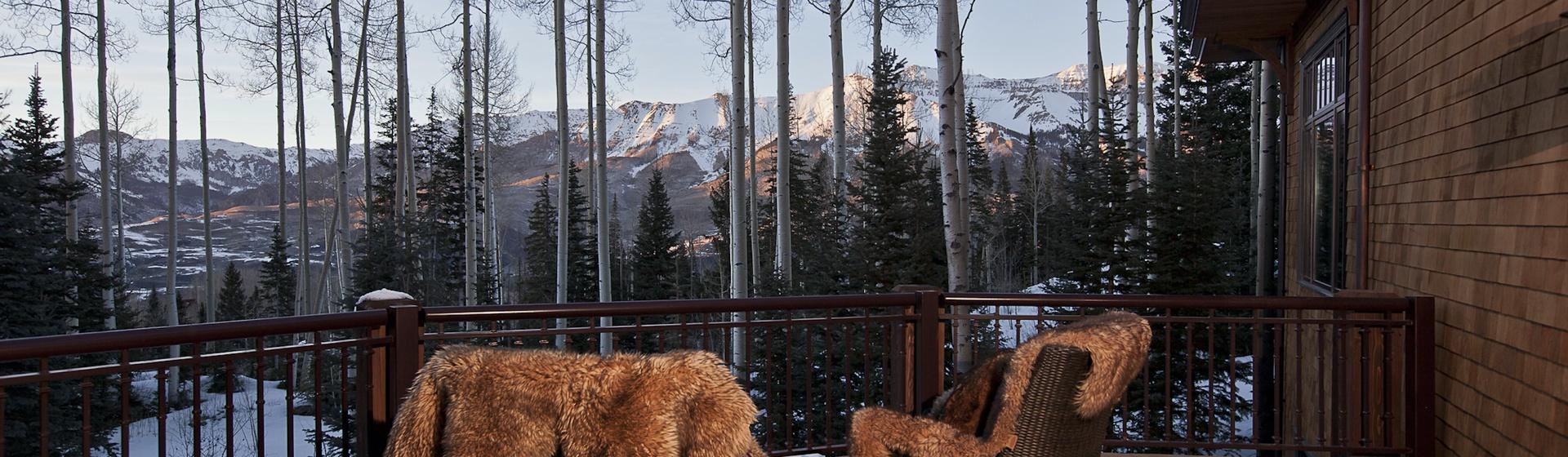 7.02-mountain-village-hood-park-manor-deck-patio-track.jpg
