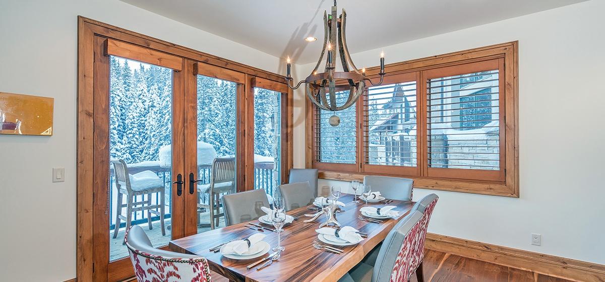 4-MountainVillage-ViewAtTelemark-Dining.jpg