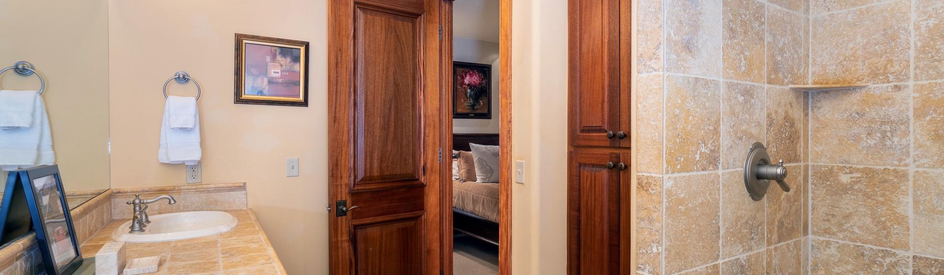 2.07-telluride-tres-casas-B-guest-bathroom-web.jpg