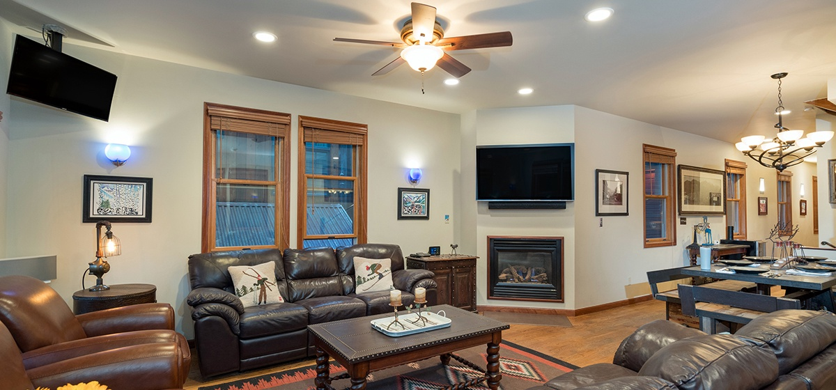 5-Telluride-Columbine-House-Living-Room-v12.jpg