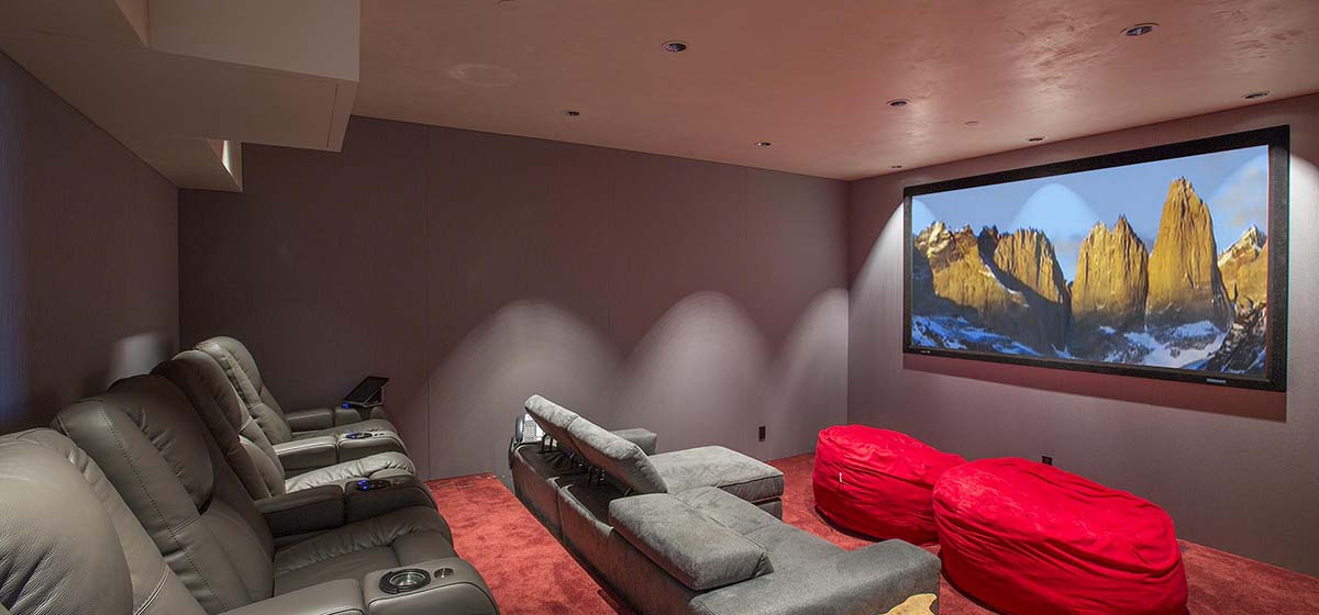 69-RemoteTelluride-SunsetRidge-HomeTheater.jpg