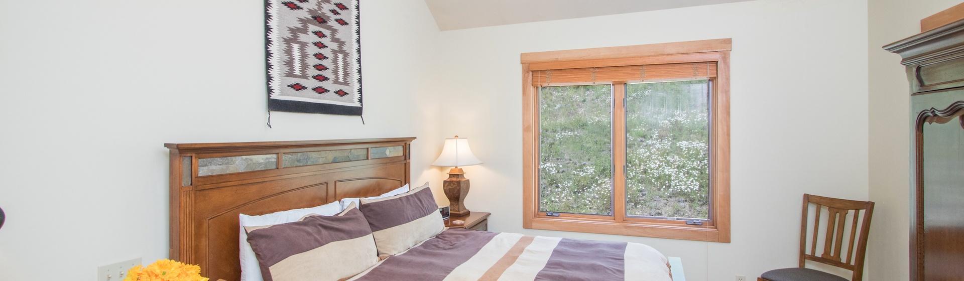 8-Telluride-Terraces-402-Master-Bedrom.JPG