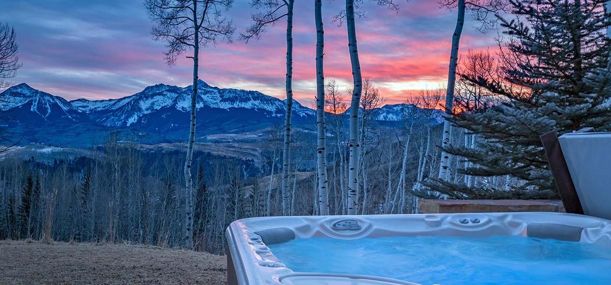 22-Telluride-Grand-Vista-Hot-Tub-LR.jpg