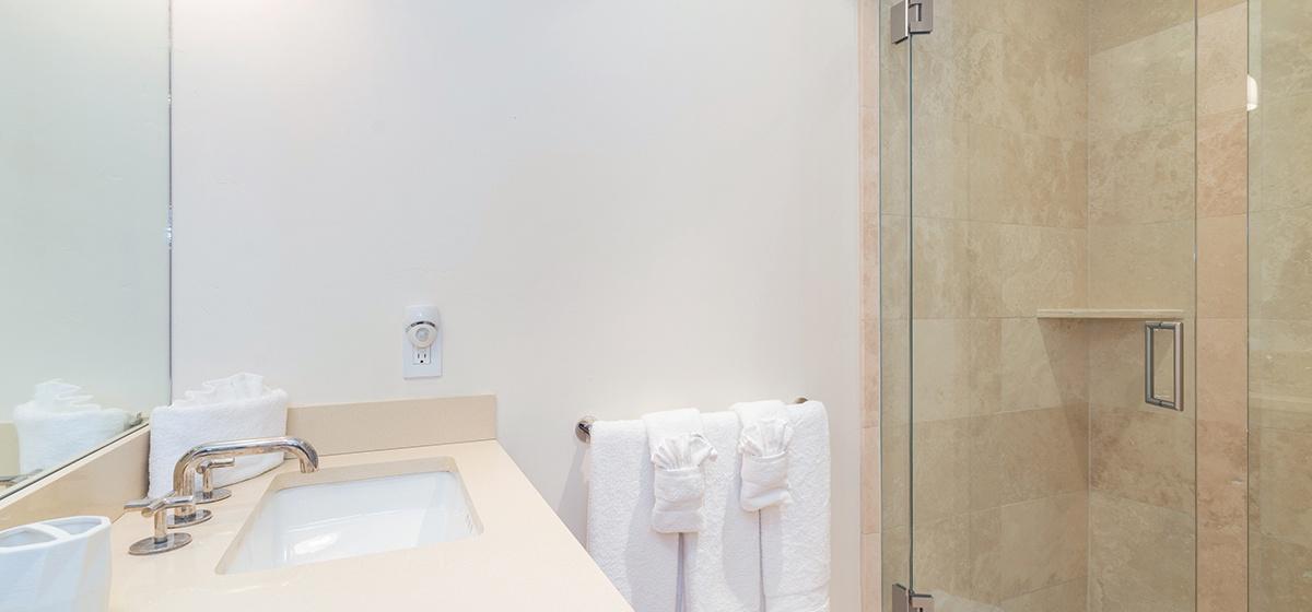 Copy of 11-Telluride-Skyline-at-Meribel-Guest-Bathroom-LR-V12.jpg