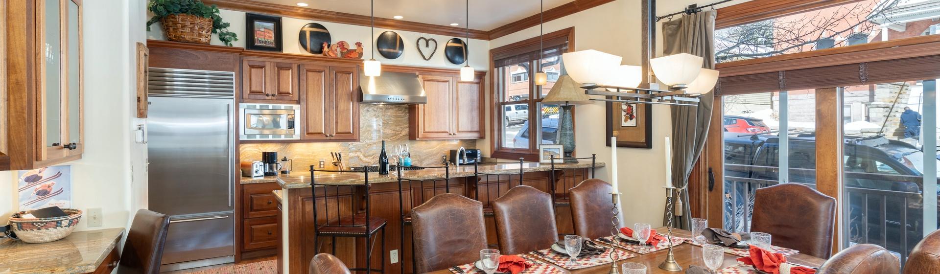 1.04-telluride-tres-casas-B-dining-kitchen-web.jpg
