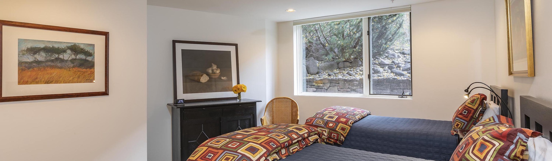 2.07-telluride-rivers-edge-retreat-Guest-bedroom-2-web.jpg