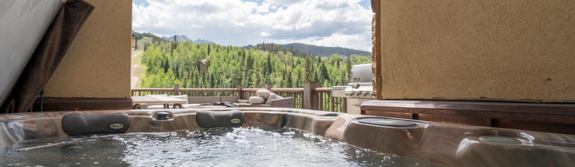 4.05-mountain-village-telemark-tower-hot-tub-view-web.jpg