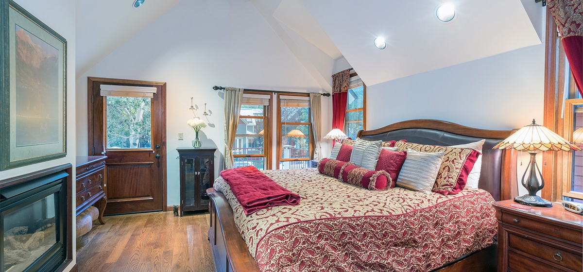 12-Telluride-Columbine-House-Master-Bedroom-2-v12.jpg
