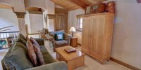 Living room with comfort and storage