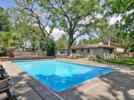 Ripple house - outdoor pool