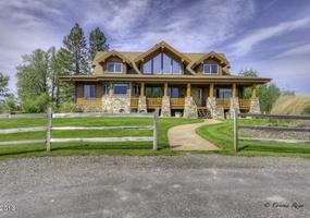 Luxury Home on Flathead River w/ Hot Tub