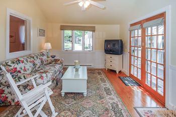 cottagelivingroom1.jpg