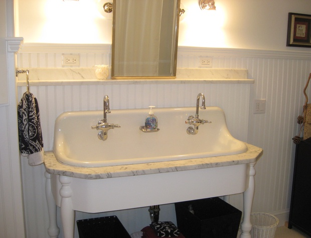 Bath with oldfashion sink2.JPG