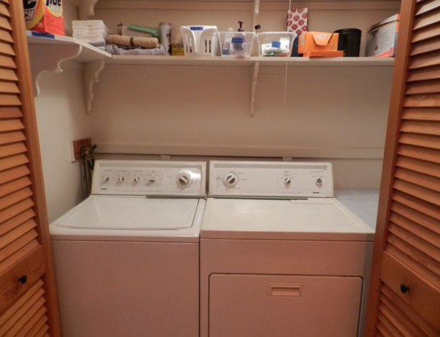 washer_and_dryer_in_1st_floor_bath.jpg