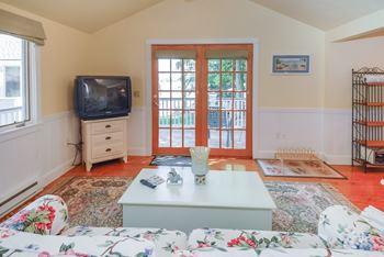 cottagelivingroom.jpg