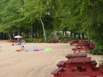 Suissevale_picnic_tables_and_beach.JPG