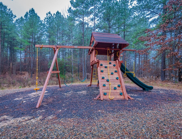 Kids play set offers loads of outdoor fun!
