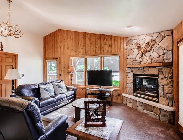 B4 - Living Room 2