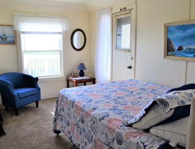 Queen Bedroom 2 w/deck (BR2)