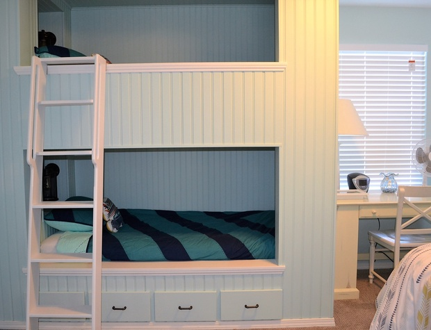 Bunks w/built in USB & lights
