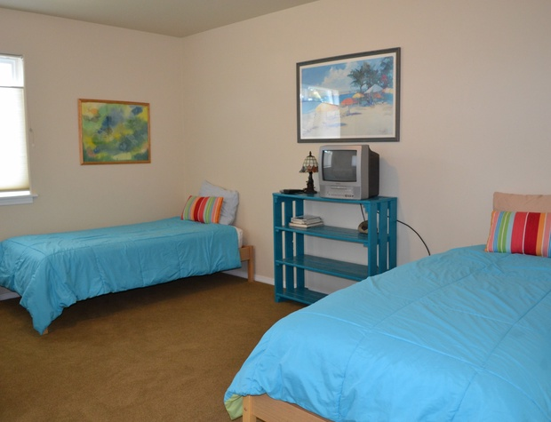 Queen Bed w/2 Twins Upstairs