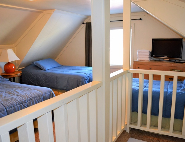 3rd Floor Loft w/1 Double, 2 Twins