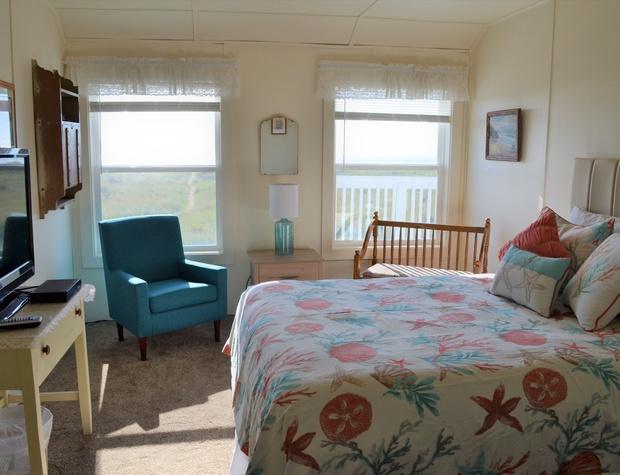 Queen Bedroom 3