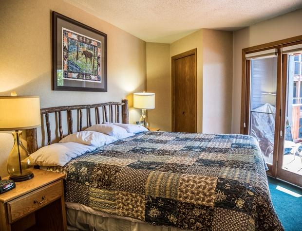 CaribouHighlands104A-4-Bedroom1-1