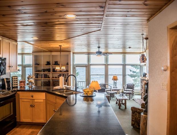 BluefinBay56-2-Kitchen1.jpg