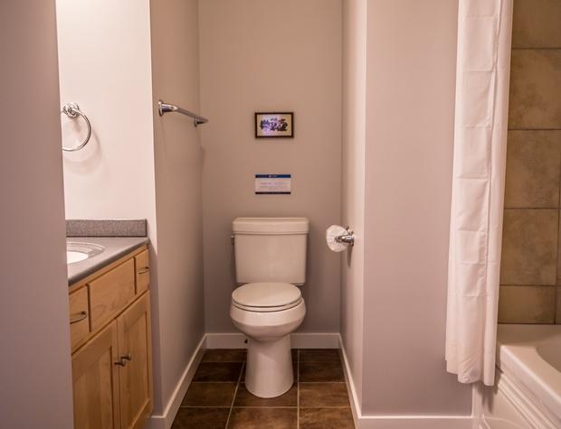 Aspenwood6540-5-Bathroom2-1.jpg